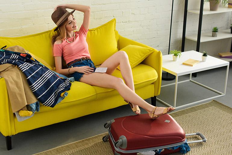 Kleding oprollen koffer inpakken